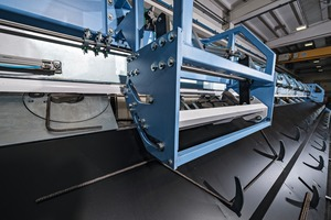 The runout channel is designed for 14 m length, up to three cut bars are picked up and stored in the programmed bending system
