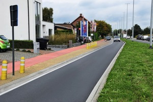 "<div class=""bildtext_en"">Colored asphalt, pavements and concrete help to direct people and maintain safety</div>"