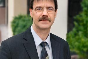 """<div class=""""bildtext_en"""">Dipl.-Ing. Dietmar Ulonska, Managing Director of Betonverband Straße, Landschaft, Garten e.V.</div>"""