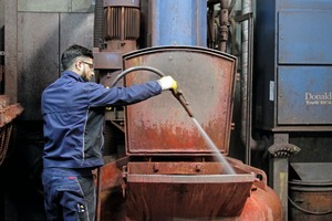 """<div class=""""bildtext_en"""">The production tanks have to be cleaned with hot water on a regular basis</div>"""