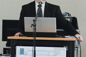 """<div class=""""bildtext_en"""">Dr. Ulrich Palzer, Director of the IAB Institute, welcomed the guests in the new technical center II</div>"""