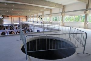 """<div class=""""bildtext_en"""">Aussparung in der Galerie des Technikums II: Hier wird ein rund 6 m hoher Speicher mit einem Durchmesser von rund 3 m installiert </div>"""