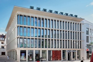 """<div class=""""bildtext_en"""">... and this elaborate white concrete façade of class SB4 for a commercial building in Paderborn, designed of horizontal and vertical beams and columns</div>"""