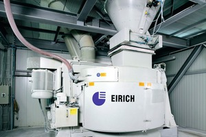 "<div class=""bildtext_en"">Eirich mixers transport the mixes in a rotating mixing container </div>"