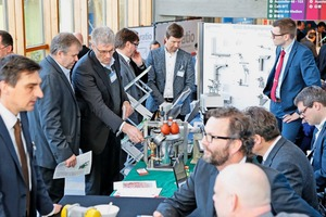 "<div class=""bildtext_en"">The exhibition provides visitors with products, services and hands-on advice by industry professionals </div>"