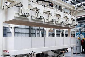 "<div class=""bildtext_en"">The panel unloading crane at the plant of CSR Hebel </div>"