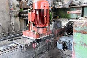 """<div class=""""bildtext"""">Für die Veredelung der Betonwerksteinerzeugnisse hat sich seit Jahren eine SR Schindler-Maschine bewährt</div>"""