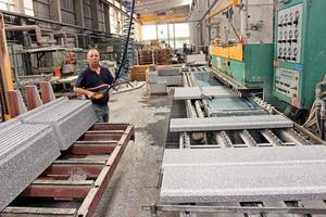 """<div class=""""bildtext"""">… bis hin zur kundenspezifischen Endbearbeitung findet die komplette Produktion am Werksstandort Rehburg statt</div>"""