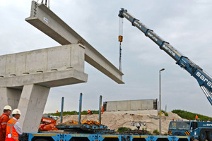 "<div class=""bildtext_en"">Erection of the HIP girders for the fly-overs at the Joure triangular expressway junction</div>"