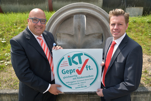 "Dipl.-Ök. Roland W. Waniek, general manager of IKT, hands over the ""IKT-approved"" seal for the new manhole base made of acid-resistant high-­performance concrete to Dipl.-Ing. Christoph Erdbrügger, the managing partner of the Erdbrügger group of companies which Betonwerk Bieren is part of"
