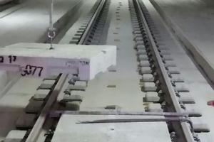 """<div class=""""bildtext"""">Versetzen der Blockelemente im Tunnel </div>"""