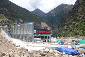 The mixing facility had to be built in a narrow ravine in close proximity to the Yarlung Tsangpo river
