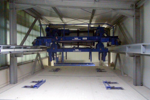 "<div class=""bildtext_en"">View into the new curing chamber with fully automated stacker crane</div>"