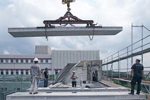 Prestressed-concrete slabs enable an installation independent of the weather, for example