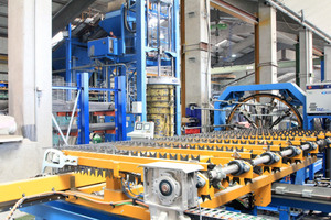 "<div class=""bildtext_en"">Following the straightening and cutting process of the ESR machine, the longitudinal wires are inserted into the cage welding machine in a fully automated proc-ess </div>"