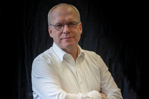 """<div class=""""bildtext"""">Prof. Dr.-Ing. Dr.-Ing. E. h. Manfred Curbach; Technische Universität Dresden<br /><script language=""""JavaScript"""">document.write('<a href=""""' + 'mailto:' + 'manfred.curbach' + '@' + 'tu-dresden' + '.' + 'de' + '"""">' + 'manfred.curbach' + '@' + 'tu-dresden' + '.' + 'de' + '</a>');</script></div>"""