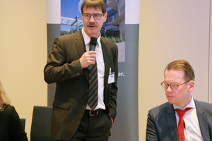 """<div class=""""bildtext_en"""">Dipl.-Ing. Dietmar Ulonska informed attendees of the envisaged work group on engineered stone and of the planned setup of a download center for brochures on the SLG website</div>"""