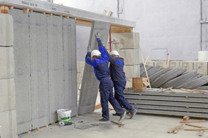 """<div class=""""bildtext_en"""">Apart from floor planks, the new MAX-truder compact manufactures hollowcore wall panels of lightweight concrete</div>"""