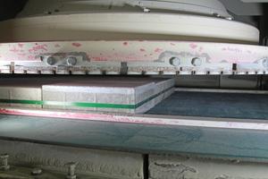 """<div class=""""bildtext"""">Insgesamt sind in der SR-Pflaster-Schleifmaschine sechs Steckfix-Universalaufnahmeteller verbaut, die mit unterschiedlichen Bearbeitungswerkzeugen bestückt sind – unter anderem mit Diamantfrässegmenten (links), Glättsegmenten (Mitte) und Schleifsegmenten (rechts) </div>"""