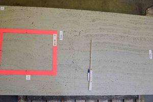 Various surfaces and faces for the stone system are selected on the cast concrete slab measuring 2.0 m x 1,0 m