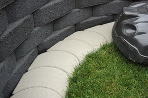 "<div class=""bildtext_en"">Perfect lawn: Using edging slabs for robotic lawn mowers, the most common automated tools will reach the very corner of the garden and keep the grass uniformly trimmed </div>"