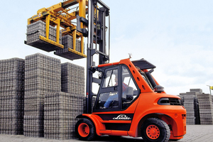 The STAZ forklift grabs from Probst offer high loadbearing capacity at low self-weight and enable a maximum of high flexibility