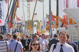 """<div class=""""bildtext"""">Mit einer Ausstellungsfläche von rund 61.000 m<sup>2</sup> ist die bauma CTT Russia die größte und wichtigste Baumaschinen-Messe in Russland und auf dem Gebiet der ehemaligen Sowjetunion </div>"""