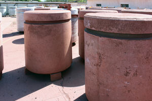 "<div class=""bildtext_en"">Additional products are these shielded waste containers made of heavyweight concrete with reddish hematite aggregates used for nuclear waste ...</div>"