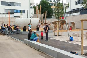 """<div class=""""bildtext"""">Der Spielplatz wurde im Juli eröffnet und von den Kindern begeistert in Beschlag genommen</div>"""
