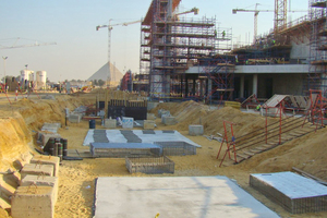 """<div class=""""bildtext_en"""">In Egypt, such as here, near Cairo at the foot of the pyramids, extensive construction activities are evident</div>"""