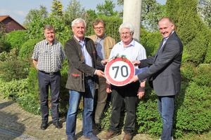 "<div class=""bildtext_en"">They congratulated Richard Bayer (2nd from right) on his 70th birthday: Rainer Strauss, Martin Möllmann, Dr. Ulrich Lotz and Ulrich Nolting (from left to right)</div>"