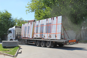 """<div class=""""bildtext_en"""">… whereas these sandwich wall panels are already on their way to the customer site in Scandinavia</div>"""