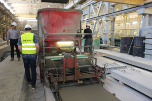 "<div class=""bildtext_en"">Participants were shown the prestressed floor slab production line using a slipformer …</div>"