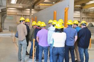 """<div class=""""bildtext_en"""">A visit to the Prefab Construções manufacturing plant was organized</div>"""