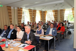 """<div class=""""bildtext_en"""">Packed meeting room at the membership meetings of FBF B-W and GBF B-W </div>"""