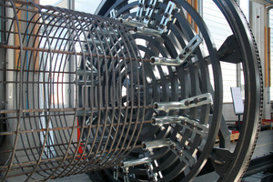 "<div class=""bildtext_en"">Detailed view of the ASM pile cage-welding machine ASM</div>"