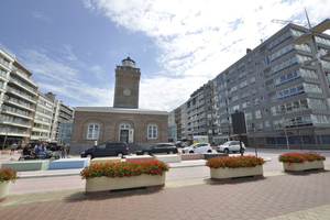 The town administration of the Belgian seaside resort Knokke-Heist assigned Urba-Style, Tournai, with the redesign of the Licht-torenplein square surrounding the tourist information office