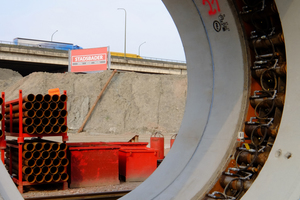 """<div class=""""bildtext"""">Die für den ersten Bauabschnitt """"Ijzerlaan"""" von Berding Beton produzierte Dehnerzwischenstation DN 3500/4100 ist nach der Montage auf der Baustelle einsatzbereit</div>"""