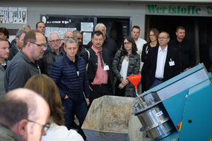 Two practical demonstrations – production of a wet-cast mold and manufacture of a block – held in the workshop of FSS complemented the program