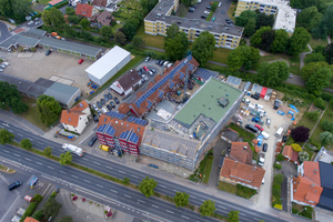 "<div class=""bildtext_en"">Original building and extension in Göttingen from an aerial view </div>"