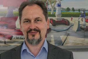 """<div class=""""bildtext""""><strong>Univ.-Prof. Dr.-Ing. Viktor Mechtcherine; </strong>Technische Universität Dresden<br />mechtcherine@<br />tu-dresden.de</div>"""