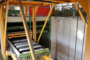 "<div class=""bildtext_en"">In factory hall 1 OTTO QUAST is manufacturing Filigran slabs under the trade name ""QUAST slabs"", using a circulation system of Sommer Anlagentechnik </div>"