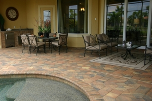 TriCircle products used for terrace, outdoor kitchen, copings for the swimming pool as well