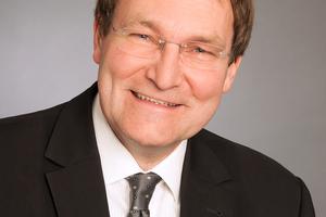 "<div class=""bildtext""><strong>Dr.-Ing. Udo Wiens;</strong><br />Deutscher Ausschuss für Stahlbeton e. V., Berlin<br /><span class=""info_link""><script language=""JavaScript"">document.write('<a href=""' + 'mailto:' + 'udo.wiens' + '@' + 'dafstb' + '.' + 'de' + '"">' + 'udo.wiens' + '@' + 'dafstb' + '.' + 'de' + '</a>');</script></span></div>"