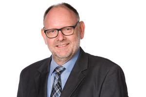 """<div class=""""bildtext""""><strong>Prof. Dr. rer. nat. Bernhard Middendorf;</strong><br />Universität Kassel<br /><strong><script language=""""JavaScript"""">document.write('<a href=""""' + 'mailto:' + 'middendorf' + '@' + 'uni-kassel' + '.' + 'de' + '"""">' + 'middendorf' + '@' + 'uni-kassel' + '.' + 'de' + '</a>');</script></strong></div>"""
