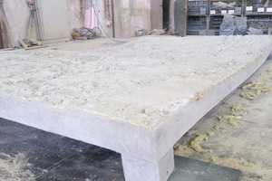 """<div class=""""bildtext_en"""">The precast panels were given a relief texture reminiscent of rock structures found in the French Alps </div>"""