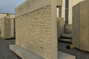 "<div class=""bildtext_en"">""Thanks to intelligently designed textured formliners, the precast concrete elements bear a striking resemblance to natural stones,"" says Bernhard Drente, Technical Manager at Kleihues, delighted with the perfect surface finish of the precast concrete elements </div>"