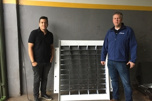 "<div class=""bildtext_en"">Rick Goode, CEO of Columbia Machine, Inc. (right) announced the acquisition of its manufacturing partner, Vibramolde</div>"