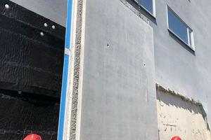 The precast concrete elements with integrated Polyfleece SX 1000 Wall, including permanent formwork, are installed at the construction site quickly and without problems