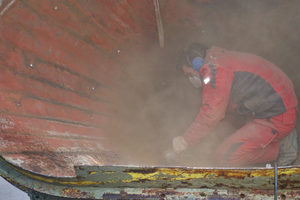 A dusty affair: precision-grinding to remove concrete residues and welding seams